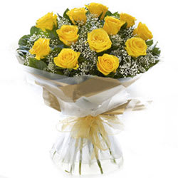 Striking Pure Delight Yellow Roses Collection