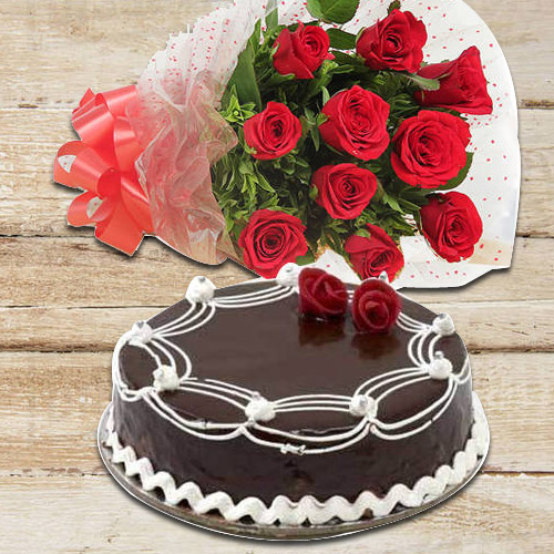 Red Roses Bunch with Chocolate Cake