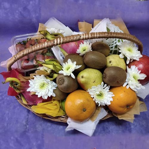 Freshly-Harvested Fresh Fruits Basket