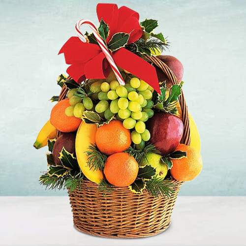 Classically-Styled Seasonal Fruits Basket