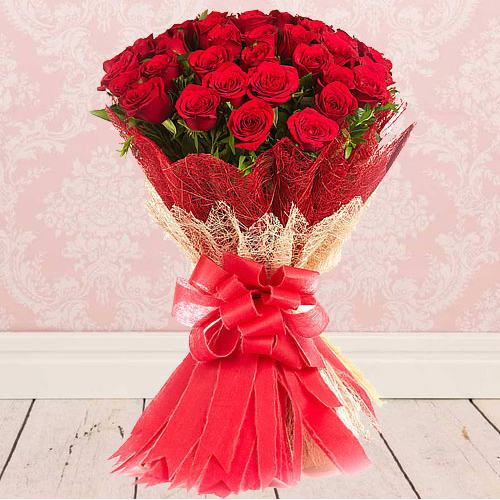 Eye-Catching Bouquet ofFresh Red Color Roses