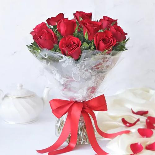 Breathtaking Hand Bunch of Premium Dutch Roses