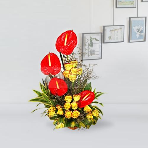 Exquisite Fresh Flowers Arrangement of Roses n Anthodium