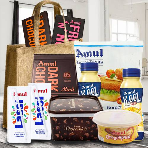 Delectable Anniversary Gifts Hamper (Make in India)
