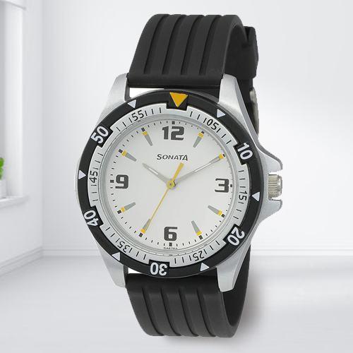 Stunning Sonata Super Fibre Analog Mens Watch